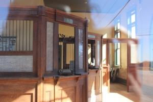 Inside Ponder Bank
